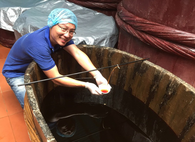 Sau hàng chục tháng trời, những dòng nước mắm truyền thống rút nõ theo quy trình của người dân Phú Quốc đã được sản sinh ngay chính trên mảnh đất quê hương Hoằng Hóa