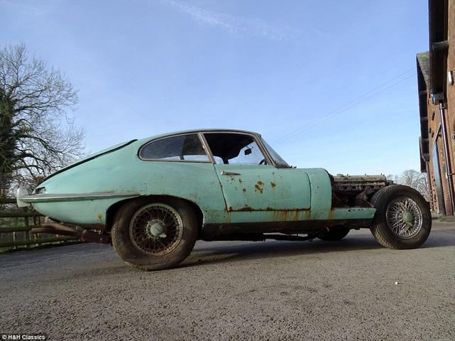 Chiếc xe bị rỉ sét nhiều vẫn bán được với giá hơn 1,3 tỷ đồng. (Nguồn: DM)