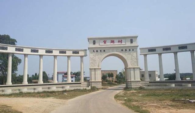 Tỷ phú Chen Sheng đã chi gần 800 tỷ đồng để xây 258 căn biệt thự cao cấp trên đất do chính quyền địa phương cung cấp. (Nguồn: Oeeee.com)