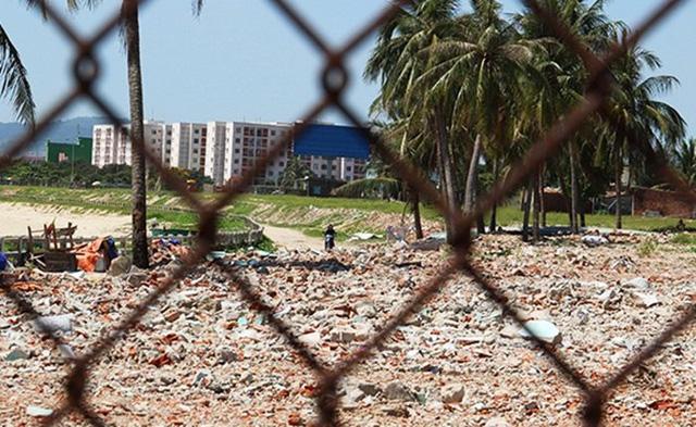 Những ngày qua, làng chài Nam Ô trở thành điểm nóng của Đà Nẵng khi người dân liên tục xung đột với bảo vệ dự án, yêu cầu mở lối xuống biển cho dân chài.