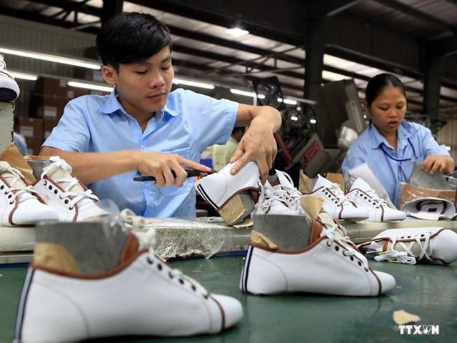 Xuất khẩu giày dép Việt Nam đứng thứ 2 thế giới nhưng về lượng kém xa Trung Quốc, nước đứng đầu về mặt hàng này.