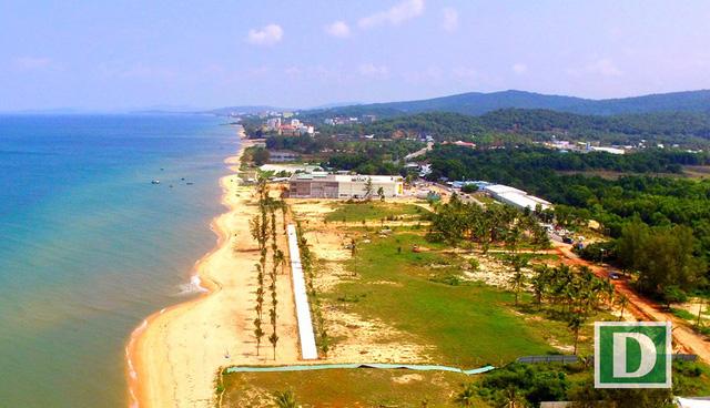 Những mảnh đất có mặt tiền hướng ra biển, vị trí đất thuận lợi cho việc kinh doanh, xây dựng nhà hàng, khách sạn… có giá rao bán trên 50 tỷ đồng/công.
