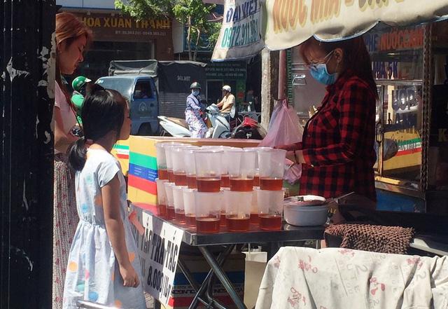 Một điểm bán trà tắc trên đường Sư Vạn Hạnh (quận 10)
