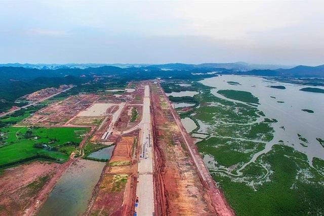 Sân bay Vân Đồn, Quảng Ninh do tư nhân đầu tư đang được gấp rút xây dựng. Ảnh:T.N.D