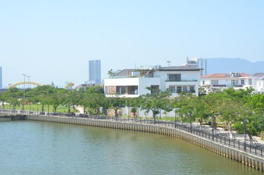 Thông tin lan truyền trên mạng cho thấy căn biệt thự của đại tá Tam nằm trên đường Hoa Phượng 2 với diện tích hơn 1.000 m2 ước lượng giá thị trường khoảng hơn 100 tỉ đồng.