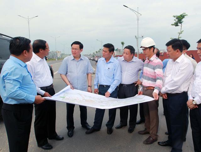 Phó Thủ tướng Vương Đình Huệ kiểm tra một số dự án tại TP.Hải Phòng