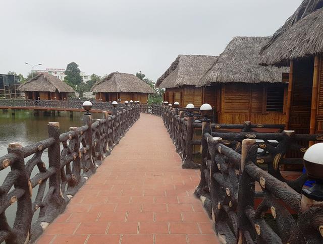 Đường vào khu ẩm thực có kiến trúc độc đáo, sang trọng như một mê cung.