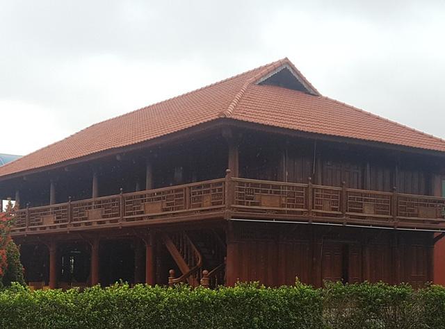 Qua tìm hiểu được biết, làng ẩm thực này được xây dựng trong khuôn viên khu đất thuê để làm trang trại kinh tế tổng hợp cá - lúa.