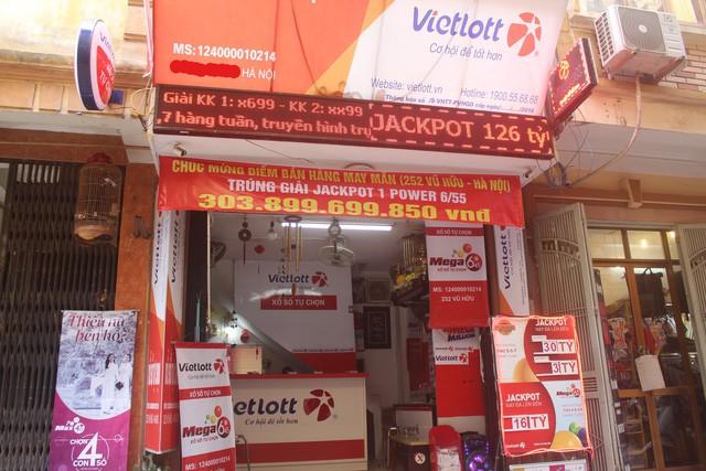 Đại lý Vietlott, nơi bán vé độc đắc Jackpott trúng gần 304 tỷ đồng tại Hà Nội. (Ảnh: Hồng Vân).