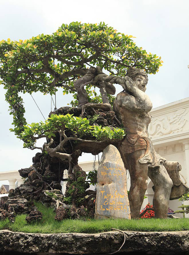 Ông Nguyễn Văn Thạo (TP. Hải Dương), chủ nhân của tác phẩm cho biết, ý tưởng bắt nguồn từ câu chuyện cổ tích Thạch Sanh có nồi cơm ăn mãi vẫn đầy và từ chính câu chuyện của đời mình.