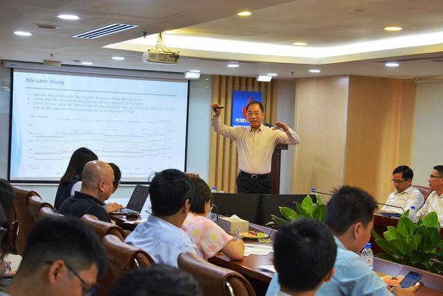 Các nhà đầu tư và cổ đông của Tổng công ty Dầu Việt Nam đã có mặt tại TPHCM để lắng nghe tình hình hoạt động kinh doanh của doanh nghiệp này.