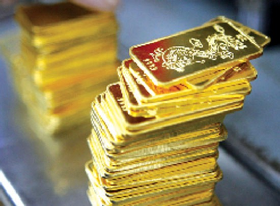 Giá vàng thế giới tăng mạnh và lấy lại mốc 1.300 USD/ounce lần đầu tiên sau hơn 1 tuần, trong bối cảnh thị trường chứng khoán Mỹ, đồng USD đi xuống sau khi Tổng thống Trump hủy cuộc gặp với nhà lãnh đạo Triều Tiên Kim Jong-Un.