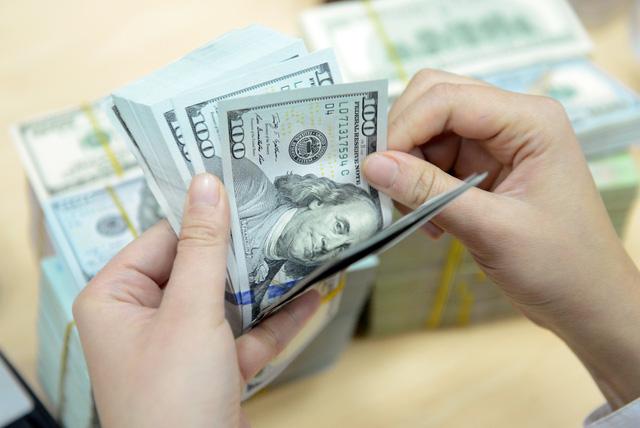 Nợ nước ngoài của quốc gia sắp chạm trần.