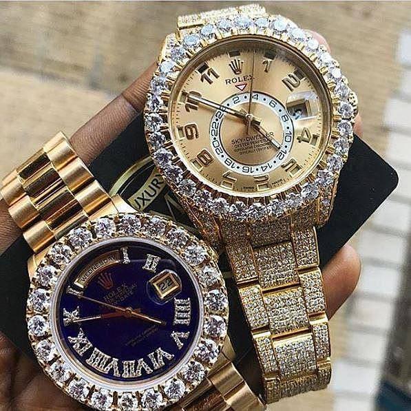 Cậu ấm cô chiêu Châu Phi khoe những chiếc đồng hồ Rolex sang chảnh đính đầy kim cương.