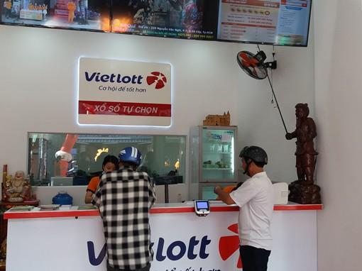Các điểm bán vé Vietlott khá thưa thớt trong những ngày gần đây. Ảnh: Thy Thơ
