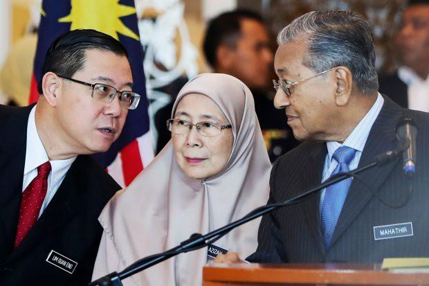Dân Malaysia quyên góp tiền để trả nợ cho nhà nước
