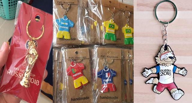 Mặt hàng móc khóa in hình linh vật giải bóng, biểu tượng World Cup cũng được bày bán nhiều. Ảnh Hùng Cường