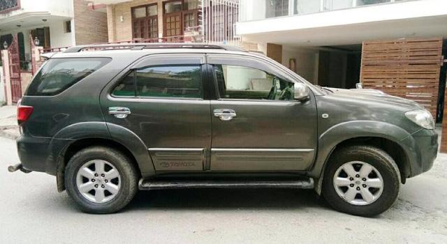 Hyundai SantaFe bền bỉ và tiết kiệm nhiên liệu có xuất xứ nhập khẩu.