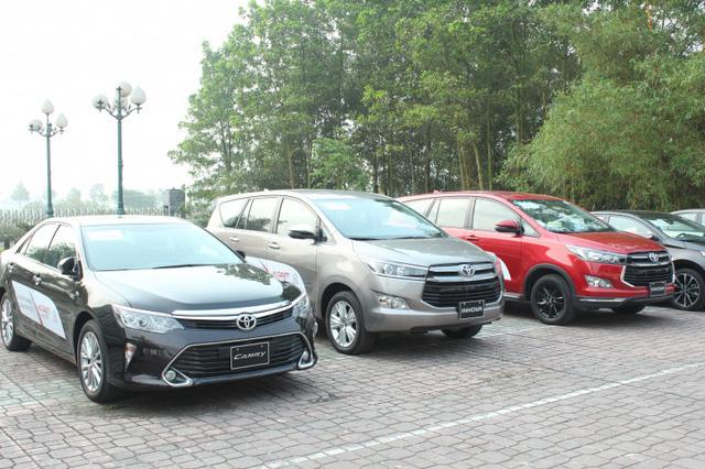 Đón bão ô tô nhập khẩu, xe lắp ráp ồ ạt giảm giá