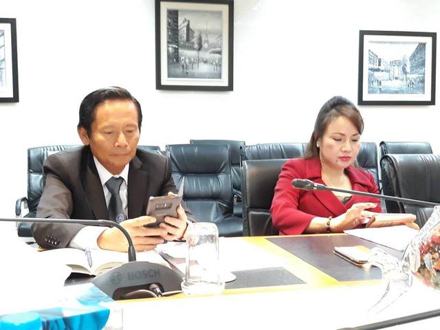 Bà Chu Thị Bình và luật sư Phan Trung Hoài tại cuộc họp.