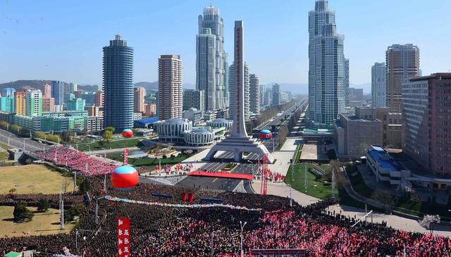 """Ông Kim Jong-un """"bật đèn xanh"""" mở cửa, giá nhà ở Triều Tiên tăng vọt"""