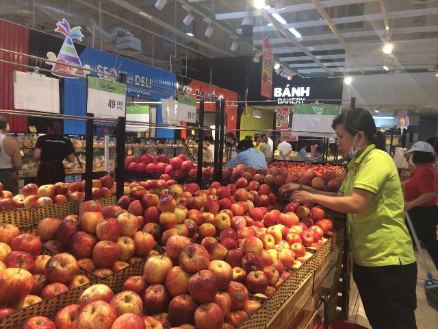Theo thống kê của cơ quan chức năng, có đến 64% trái cây nhập khẩu vào Việt Nam đến từ Trung Quốc và Thái Lan. Ảnh: Khải Huyền.
