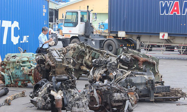 """TPHCM: Hàng ngàn container phế liệu """"ma"""" nằm chồng chất ở cảng"""