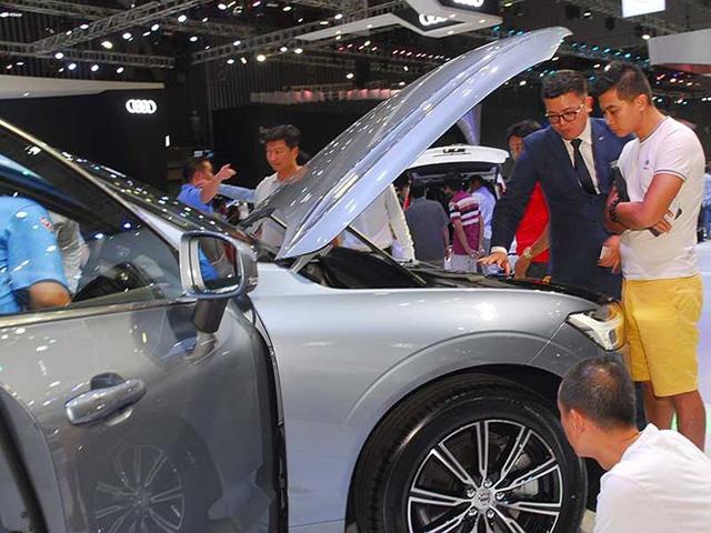 Thị trường và giá xe hiện nay vẫn khá tù mù, ngay cả đối với những người trong cuộc là các đại lý xe hơi.