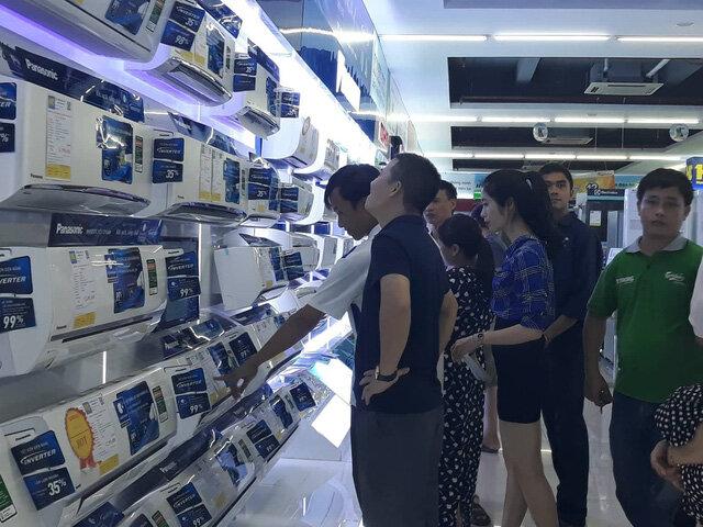 Thanh Hóa: Nóng cực điểm, dân đổ xô đi mua thiết bị chống nóng