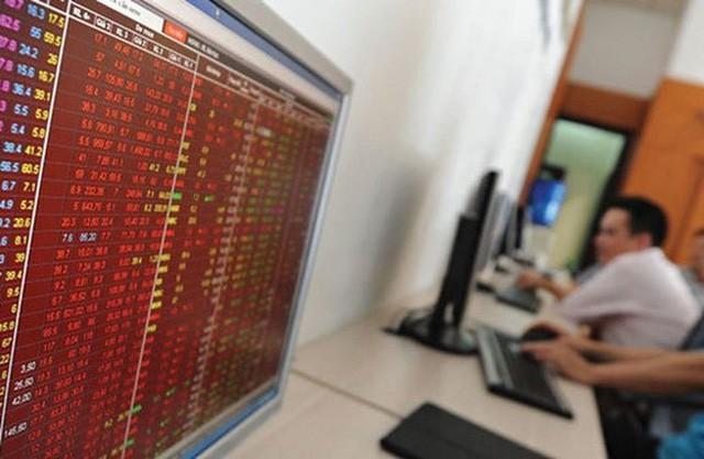 Thị trường chao đảo, nhiều nhà đầu tư vẫn ôm cổ phiếu