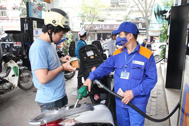 Bộ Công Thương: Cần có lộ trình, chưa nên tăng ngay thuế môi trường với xăng!