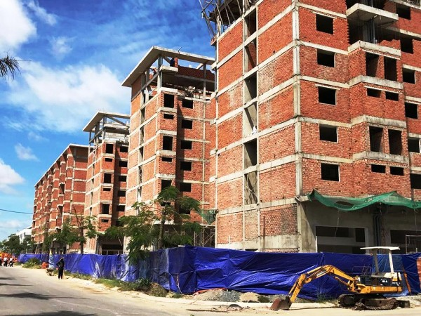 Dự án chung cư thương mại Trần Anh (xã Mỹ Hạnh Nam, huyện Đức Hòa) không có giấy phép xây dựng của cơ quan có thẩm quyền bị xử phạt 120 triệu đồng.
