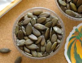 Hạt bí xanh, hàng hiếm 6 triệu đồng/kg: Nhà có điều kiện, ăn vặt vui mồm