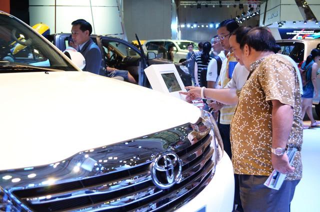 Doanh số bán xe trong nước tăng nhẹ, xe nhập giảm rất mạnh