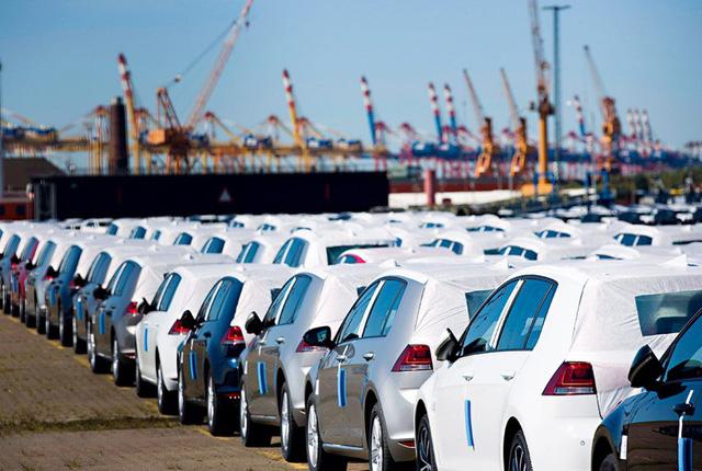 Ô tô bị làm giá, dân buôn kiếm lãi 500 triệu đồng/xe