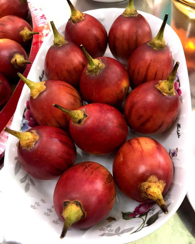 Được trồng thành công ở Việt nam, song loại cà chua này vẫn còn khá lạ lẫm nên rất nhiều người tiêu dùng tò mò đặt mua về ăn