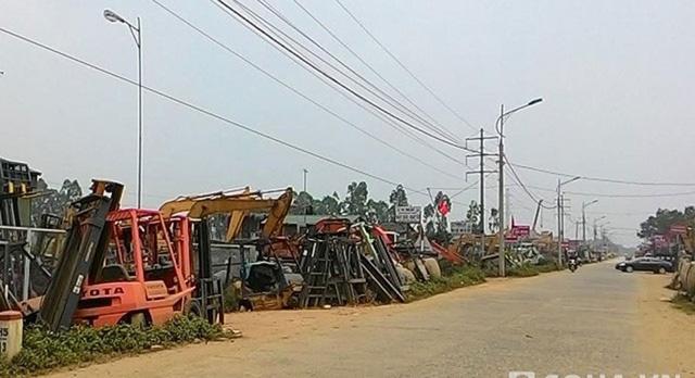 Hàng trăm chiếc máy cẩu đang nằm ở công xưởng mổ xe.