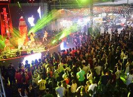 Phố Hàng nóng với 100 gian hàng thách thức giới trẻ Đà Nẵng khai trương