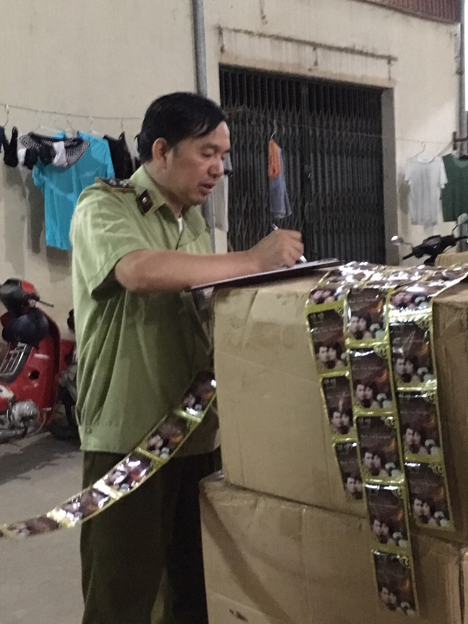 Bắt hơn 39.000 sản phẩm mỹ phẩm giả từ Trung Quốc về Việt Nam