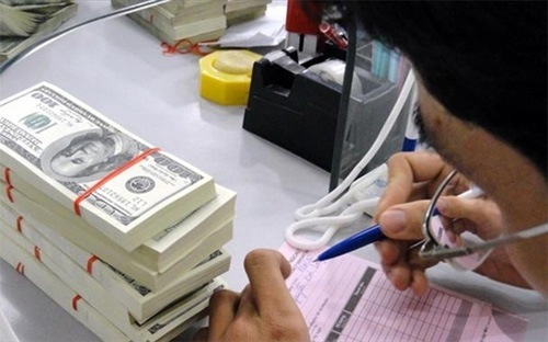 Nhà băng tiếp tục giảm giá USD