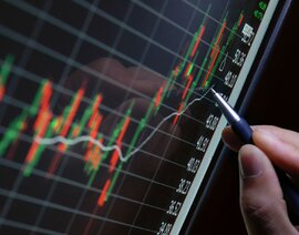 Cổ phiếu dồn dập tăng trần, VN-Index vọt tăng gần 9 điểm