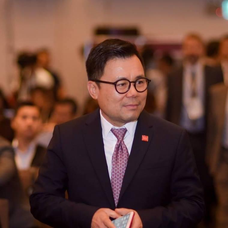 Đừng ném đá sinh viên quỳ lạy Jack Ma