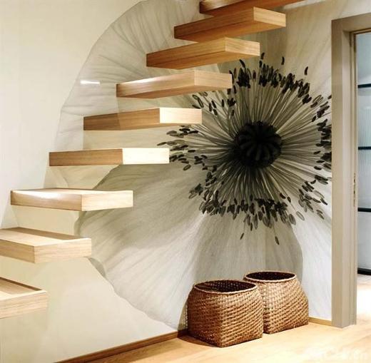 Trang trí cho bức tường dọc cầu thang