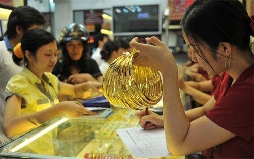 Giá vàng lùi về sát mốc 36 triệu đồng/lượng