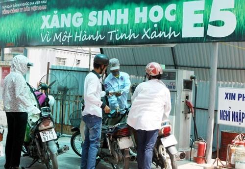 Thế giới không dùng, tại sao Việt Nam chọn xăng E5?