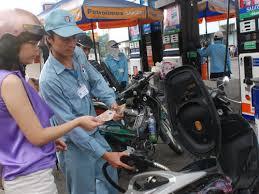 Giá xăng dầu giảm tiếp gần 900 đồng /lít