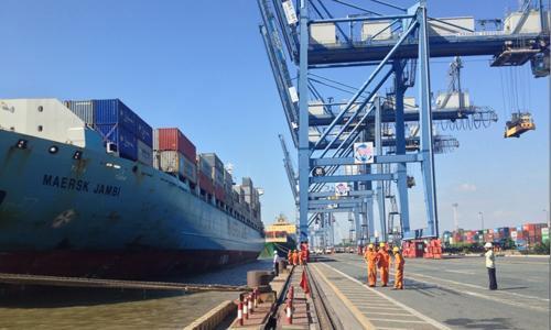 Sự khó khăn của đa số các DN vận tải biển và việc phải bán phần lớn cổ phần tại các cảng biển lớn khiến nhiều người e ngại về triển vọng dài hạn.